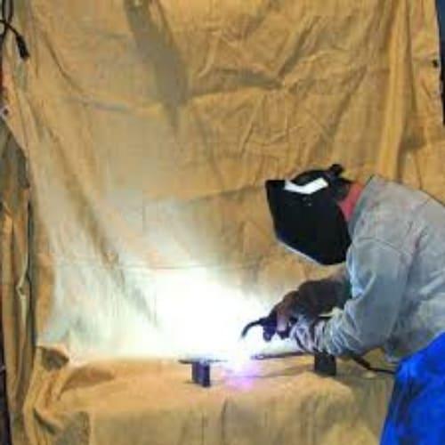 welding-blanket-in-the-wind